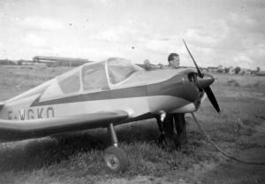 1955 Avitaillement du Jodel D112 vue de face Aéro-club de Courbevoie