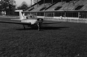 1962 Vue de face des essais du Baladin MP02 sur le cynodrome de Courbevoie Aéro-club de Courbevoie
