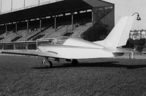 1962 Vue arrière des essais du Baladin MP02 sur le cynodrome de Courbevoie Aéro-club de Courbevoie