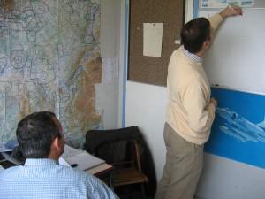 Briefing en salle avant un cours pratique en vol